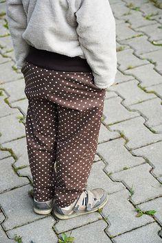 Návod jak ušít jednoduché dětské kalhoty (+ střih 80-164) - Prošikulky.cz Sewing For Kids, Parachute Pants, Suits, Fashion, Moda, Fashion Styles, Suit, Wedding Suits, Fashion Illustrations