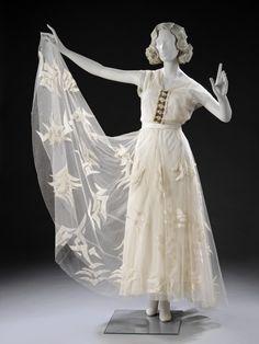 Evening DressMadeleine Vionnet, 1935The Victoria & Albert Museum