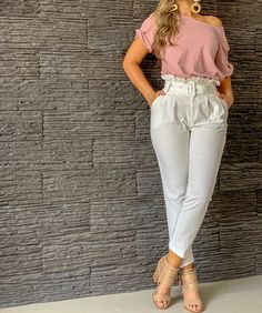 Image may contain: one or more people, people standing and shoes Crop Top Outfits, Mode Outfits, Classy Outfits, Trendy Outfits, Fashion Pants, Fashion Dresses, Pants For Women, Clothes For Women, Mode Style