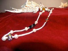 lange Perlenkette  mit bunten Murano Glasperlen Goldkugelverschluss. €85,00, via Etsy.