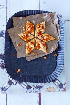 Macadamia-Plätzchen, Rosmarin-Kekse und Miniatur-Stollen sorgen für Abwechslung auf dem Plätzchenteller.