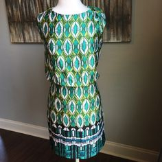 Laundry by Shelli Segal Green Print Dress Laundry by Shelli Segal - size 8 - deep green, olive green, teal and white abstract print / patterned dress - slight drop waist - fully lined - side zipper closure - polyester material - fabric is light weight and soft - excellent condition - - reasonable offers welcomed - bundle discounts available Laundry by Shelli Segal Dresses