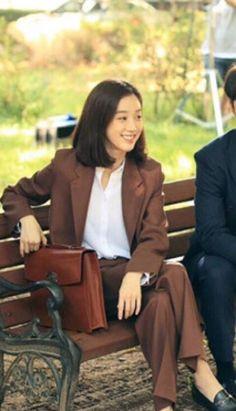 려원 패션/려원 스타일/려원 사복/려원 데일리룩/봄 데일리룩 : 네이버 블로그 Streetwear Mode, Streetwear Fashion, Cool Street Fashion, Street Style, Jung Ryeo Won, Classic Feminine Style, Korean American, Korean Actresses, Work Wardrobe