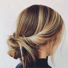 20 Simple Hairstyles for Work Hairstyles 20 Simple Hairstyles for Work Curly Hair Styles, Curly Hair Updo, Short Hair Styles Easy, Hair Dos, Medium Hair Styles, Beach Hair Updo, Bun Hairstyle, Ponytail Hairstyles, Easy Work Hairstyles