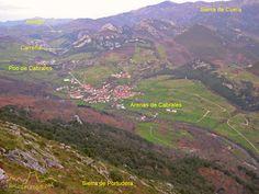 Arenas de Cabrales desde la Calzada Romana que sube a la Sierra de Portudera, Asturias