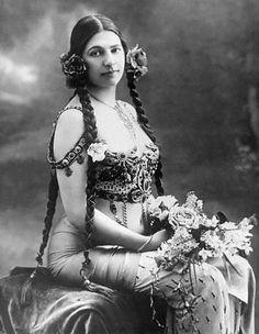 Portrait Of The Dancer & Spy Mata Hari - - Rights Managed - Stock Photo - Corbis Mata Hari, Chi Chi, Old Photos, Vintage Photos, Beauty And Fashion, Fashion Art, Tribal Fusion, Belly Dancers, Poses