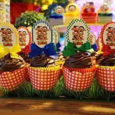Os deliciosos cupcakes não poderiam faltar! Muita alegria e cores para Luísa! ❤️🎉💛 #promoveeventos #festaturmadamonica #turmadamonica #bdaylulu #luisa2aninhos