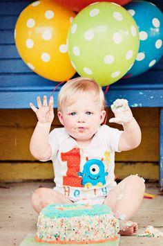 monster birthday onesie. love the balloons too.