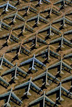 YannArthusBertrand2.org -  B-52 sur la base aérienne Davis Monthan près de Tucson, Arizona, États-Unis (32°10' N – 110°52' O).