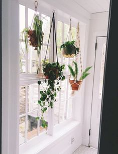Lovely 41 Indoor Hanging Planters You Can Make Yourself http://godiygo.com/2017/12/04/41-indoor-hanging-planters-can-make/