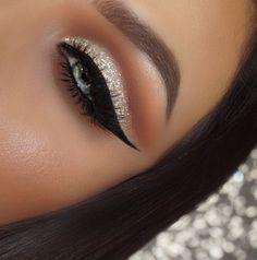 Gold glitter ✨ Cut crease Make up in 2019 Eye makeup cut eye makeup glitter cut crease - Eye Makeup Glitter Eyebrows, Glitter Makeup, Glam Makeup, Glittery Nails, Movie Makeup, Gold Eye Makeup, Red Makeup, Glitter Hair, Flawless Makeup
