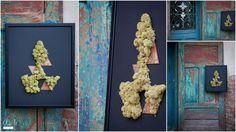 """""""Żywy"""" plakat z mchem oraz rdzawionym metalem. / Moss poster with rusted metal elements."""