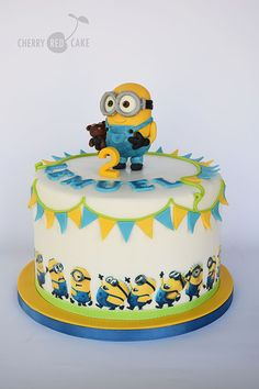 Minion cake Minions Birthday Theme, Adult Birthday Cakes, Cool Birthday Cakes, Minion Torte, Disney Cake Pops, Fireman Sam Cake, Despicable Me Cake, Minions Bob, Cherry Blossom Cake