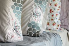 Painted honey bee pillow cases - click through for the full tutorial