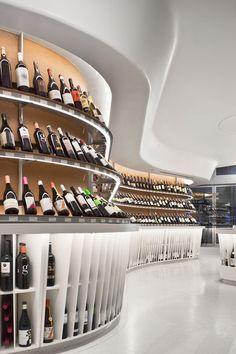 20 Inspirations de Construction d'un Cellier ou d'une Cave à Vin Concept Restaurant, Restaurant Design, Wine Cellar Design, Wine Design, Design Commercial, Commercial Interiors, Wine Display, Retail Interior, Italian Wine