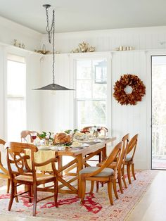 To help refresh your home for the season ahead, we talked to a few designers about the fall decorating trends they're most excited about this year. #fallhomedecor #falldecortrends #2021trends #bhg Fall Home Decor, Autumn Home, Dining Table Chairs, Dining Rooms, Tables, Farmhouse Interior, Farmhouse Decor, Home Trends, Vintage Table
