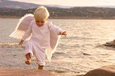 """Sonha Menina!:  """"Nem todos os anjos tem asas. Às vezes, eles tem apenas o dom de te fazer sorrir """" *** A nossa felicidade deve ser uma atitude interior."""""""