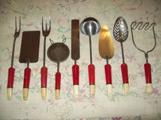 I collect these and have more pieces than this, but have never seen that 3-pronged fork.