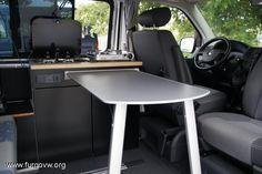 Un hogar sobre ruedas. Ideas para camperizar una furgoneta con muebles de cocina y estores de Ikea. Vw T5, Volkswagen Transporter, Mercedes Sprinter Camper, Vw Camper, Sprinter Van, Caravelle T5, 4 Door Sports Cars, Chrysler Voyager, Campervan Interior
