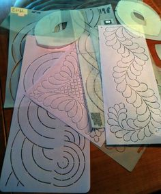 Using Hand Quilting Stencils: Tips & IdeasYou can find Hand quilting and more on our website.Using Hand Quilting Stencils: Tips & Ideas Machine Quilting Patterns, Quilting Templates, Quilting Tools, Quilting Tutorials, Quilting Projects, Quilt Patterns, Quilting Ideas, Diy Quilting Stencils, Quilting Quotes