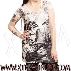 Top gótico con blonda en mangas, escote y espalda y dibujo de mariposa y flores. Toda la moda gótica en nuestra tienda online. Visitanos!