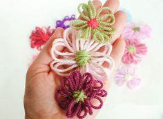 How to Make Loom Flowers | www.petalstopicots.com | #yarn #crafts #loom #flower #diy