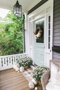 Ideas Farmhouse Front Door Color Southern Living For 2019 Front Door Colors, Front Door Decor, Paint Front Doors, Blue Front Doors, Exterior Colors, Exterior Paint, Exterior Design, Door Design, House Design