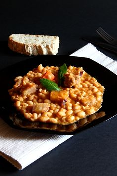 Iahnie de fasole cu slanina afumat - Bean stew with smoked bacon