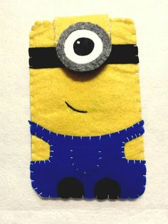 Custom felt phone case universal hand made. It has a closer with magnetic button.