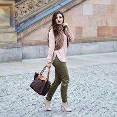 New romantic winter look up on the blog now: www.celebritiesandfashionnews.blogspot.de #fashionista #blogger #fashionblogger #berlin #architecture #pink #fur #tallyweijl #winter #fashion #ootd #lookbook #styleinspiration #inspiration #lovely #hmfashion #khaki #zara #zarafashion #ankleboots #highheels #luxury #classy #styling #accessoires #pastels #photooftheday #womenswear #instafashion #instalook