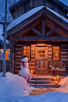 Luxury Cabin Whether it be a rustic cabin or a contemporary house, one key component to any mountain home is a fireplace for gathering around during all seasons, especially in winter. One of the many things we to. Winter Cabin, Cozy Cabin, Wyoming, Ideas De Cabina, The Scout Guide, Cabin In The Woods, Luxury Cabin, Luxury Villa, Little Cabin