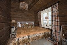 Innflyttingsklar HYTTEDRØM på utsiktstomt - Norefjell   FINN.no Lodge Bedroom, Dere, Cottage Interiors, Real Estate, Cabin, Furniture, Home Decor, Ski, Summer