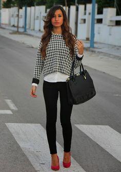 outfit estampado pata de gallo con jersey stradivarius, bolso primark y zapatos suiteblanco