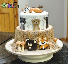Tree stump with Wildlife by Cakes For Fun