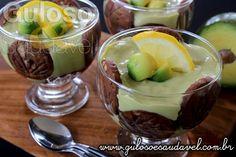 Hj temos uma deliciosa Mousse de Abacate e Limão Light, muito cremosa, nutritiva, gelada, combina com perfeição com o calor deste verão. É uma deliciosa...