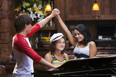 Troy and Gabriella, High School Musical ❤️ Kelsi High School Musical, High School Musical Reunion, Best Love Movies, Monique Coleman, Troy And Gabriella, Zac Efron And Vanessa, Disney High Schools, Kenny Ortega, What Team