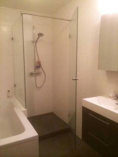 Douche naast bad