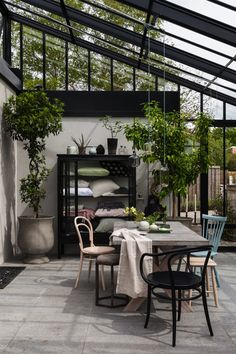 Interior in glass room from Vansta. Scandinavian architecture in glass. House Extension Design, House Design, Villa K, Outdoor Rooms, Outdoor Living, Conservatory Kitchen, Orangery Conservatory, Scandinavian Architecture, Appartement Design