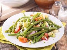 En été on retrouve ces salades colorées sur toutes les tables de la Riviera Ligure et de la Côte d'Azur. En France on les appelle des niçoises, alors que chez nous il s'agit plutôt de « condijun » (prononcer Con-di-djoun).