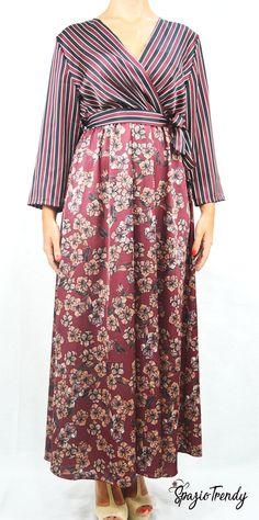 Direttamente dal mondo della moda orientale l'abito kimono più richiesto dell'autunno. Abito lungo, in tessuto lucido con fantasie che richiamano i tradizionali motivi orientali. Fiocco in vita.