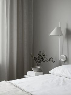 The Rule for Elegant Beige Bedroom Decor A bedroom, for example, reveals certain possibilities when it comes to design and interior decor. A master bedroom ought to have a grand presentation that makes you truly feel like royalty. Plywood Furniture, Design Furniture, Home Bedroom, Bedroom Decor, Master Bedroom, Bedroom Wall, Wall Decor, Look Zara, House Doctor