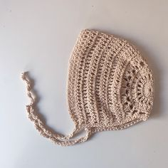 Neutral baby bonnet for new babies Knitted Hats, Crochet Hats, Gender Neutral Baby Clothes, Handmade Baby Gifts, Wooden Gifts, New Baby Products, Winter Hats, Unisex, Babies