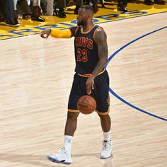 @kingjames leads @cavs with 44p, 8r & 6a in Game 1 of the 2015 #NBAFinals.