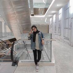 """Aisyah Safira on Instagram: """"tulis dibawah lirik lagu yg kalian banget"""" Modern Hijab Fashion, Street Hijab Fashion, Hijab Fashion Inspiration, Muslim Fashion, Denim Fashion, Fashion Outfits, Casual Hijab Outfit, Ootd Hijab, Hijab Chic"""