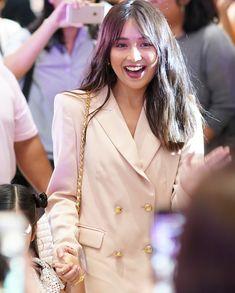 Kathryn Bernardo Hairstyle, Kathryn Bernardo Outfits, Filipina Actress, Daniel Padilla, Celebs, Celebrities, Fashion Lookbook, Queen, Style Icons