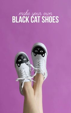 DIY cat shoes - make your own custom sneakers easily with heat transfer vinyl. Free cut file #catsdiycrafts #diysneaker