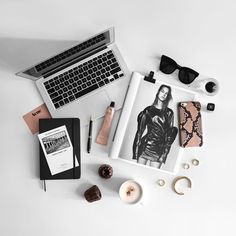 laptop flatlay Work and Travel Fall Inspiration, Flat Lay Inspiration, Layout Inspiration, Flat Lay Photos, Flat Lay Photography, Book Photography, Flatlay Styling, Work Travel, Poses