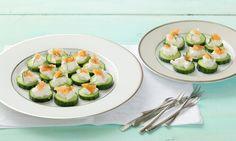 Vyzkoušejte zdravou variantu jednohubek! Kombinace lososa, kopru a okurky je prostě dokonalá... Tesco Recepty - čerstvá inspirace na každý den.