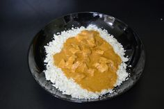 Curry Chicken with Riced Cauliflower - Have a hankering for something more spicy? Miss rice?  Make this simple curry and chicken dish with cauliflower!