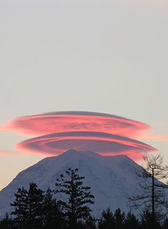 Mountain halos.  Very cool.  Just needs a snowboarder at the top and the picture would be complete.